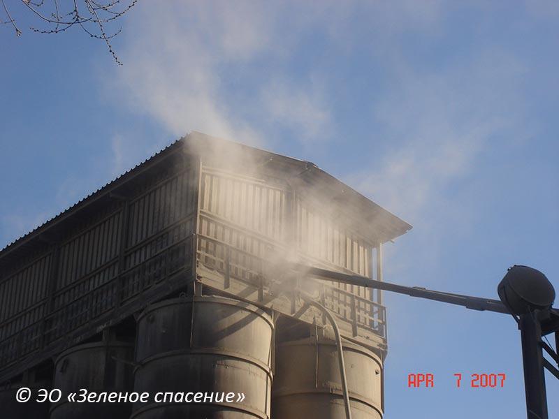 Выброс цемента при перегрузке. 2007 год.