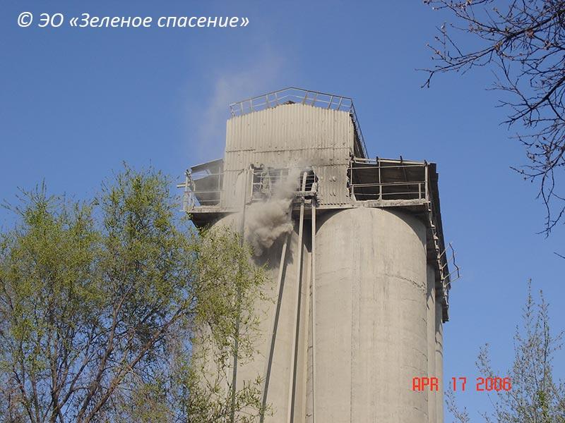 Выброс цемента при перегрузке. 2006 год.