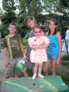 Дети нашего двора - Егор, Валя с сестренкой Машей и Диана