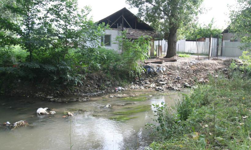 Грязные реки, мусорные берега