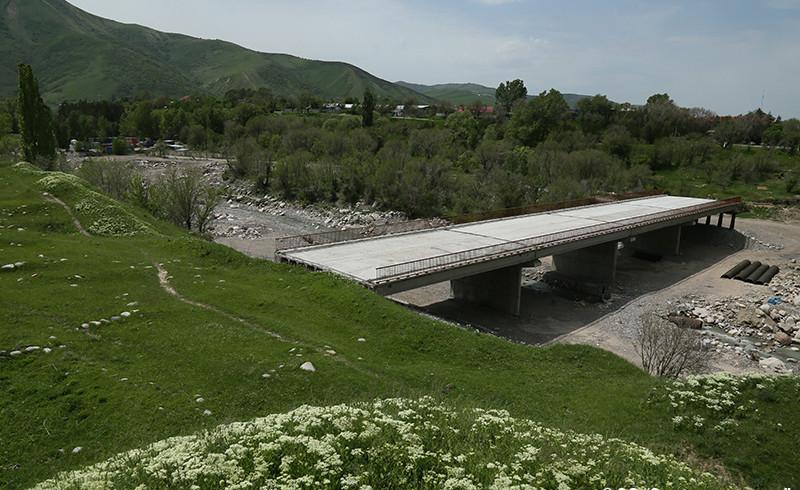 Под горой течет река, через речку – мостик, или Ударим олимпийскими объектами по всемирному наследию