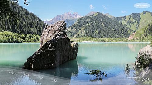 Горное озеро (фотообои)
