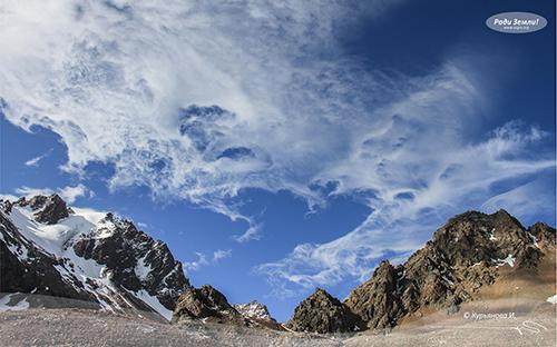 Облака над горами (фотообои)