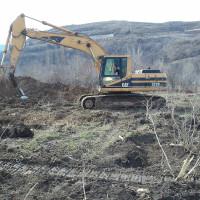 Вырубка яблоневого сада и незаконное строительство в Алматы