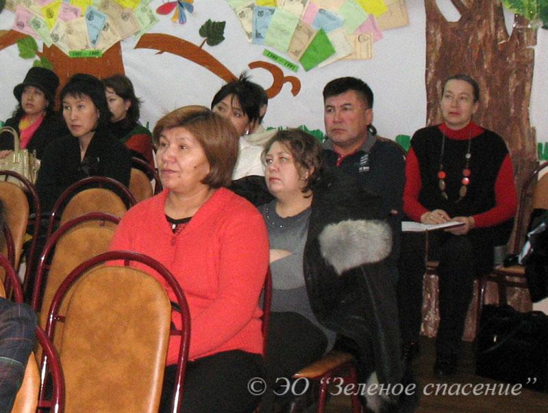 Участники Родительского клуба на встрече 21 декабря 2013 г. в детско-юношеской библиотеке им.С. Бегалина.