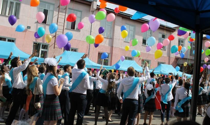 Акимат Алматы поддержал предложение об отказе от запуска шаров на торжественных мероприятиях